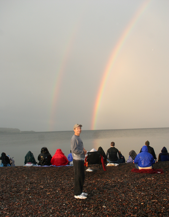 Master Chunyi Lin stands by the double-rainbow